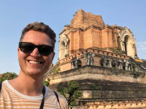Selfie vor dem Wat Chedi