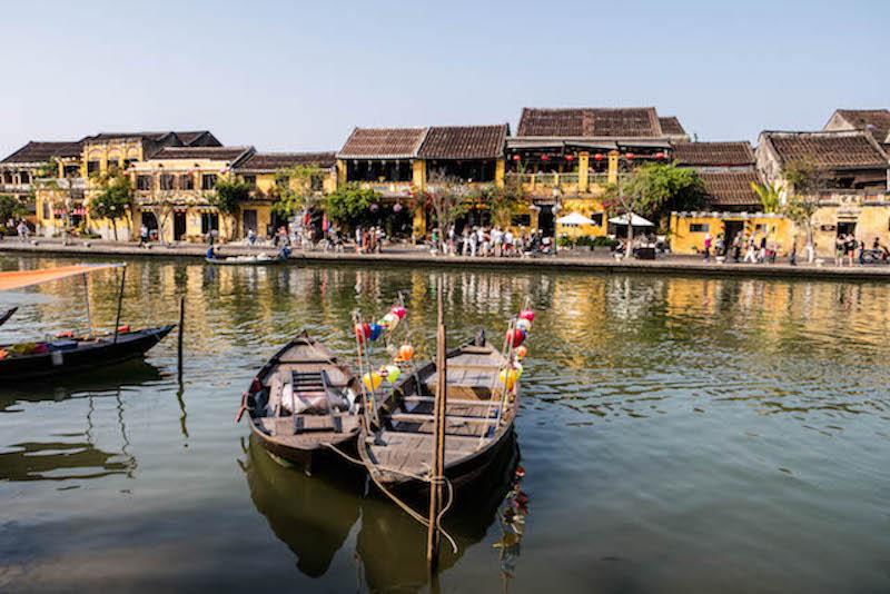 Fluss mit Booten in Hoi An Vietnam