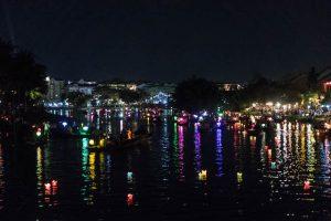 Nachts am Fluss