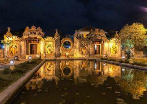 Nachts am Tempel