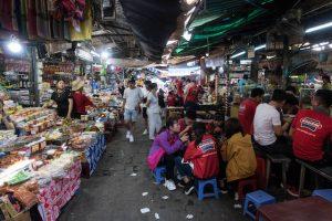 Bunter Markt in Hue