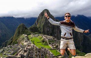 Sprung vor dem Machu Picchu Peru