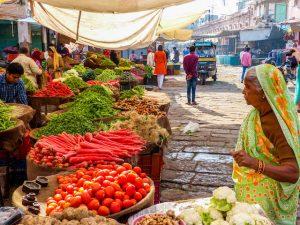 Indien Reiseapotheke Infos Asien, Frau auf Markt