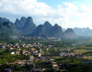 Gebirge und Dörfer
