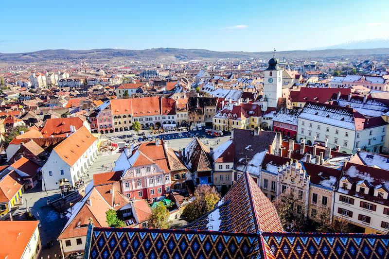 Blick auf Sibiu Stadt beim Backpacking in Rumänien