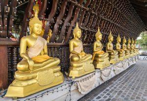 Tempel mit Buddha Statuen