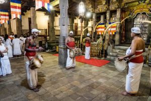 Reisetipps Sri Lanka zu Respekt in Tempeln