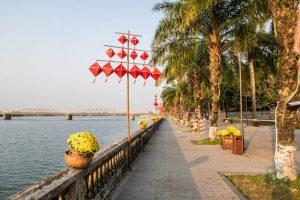 Promenade am Ufer