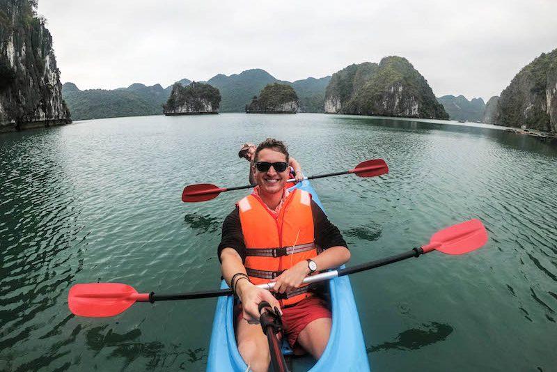 Backpacking durch Vietnam: Halong im Kajak