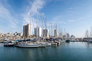 Blick auf den Hafen als Sehenswürdigkeit in Tel Aviv