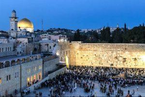 Blick auf Jerusalem bei Nacht nach der Israel Einreise