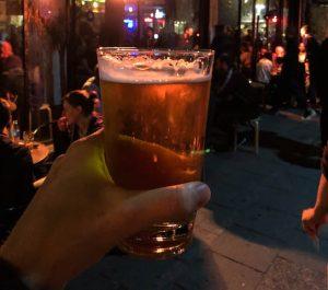 Teures Bier beim Nachtleben in Tel Aviv