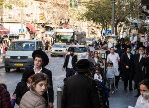 Juden auf den Straßen Jerusalems