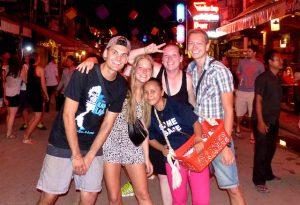 Gruppe von Menschen auf Kambodscha Pub Street Siem Reap