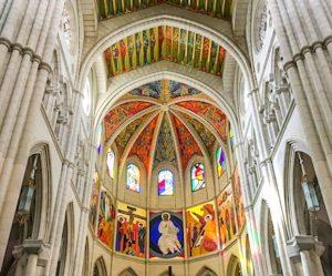 Madrid Sehenswürdigkeiten: Innenansicht der Kathedrale