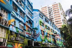Blau bemalte Häuser in Bukit Bintang