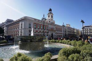 Blick auf die Puerta del Sol, eine der berühmten Madrid Attraktionen