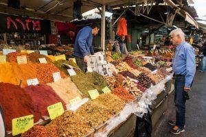 Sehenswerter Camel Markt mit Ständen in Tel Aviv