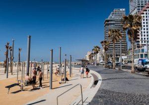 Strand Promenade mit Menschen