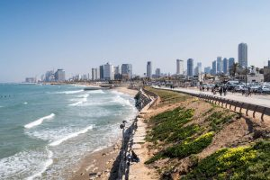 Attraktionen und Highlights in Tel Aviv mit der Skyline