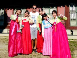 Koreanerinnen in traditioneller Kleidung
