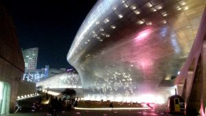 Dongdaemun Design Plaza als eine der Seoul Sehenswürdigkeiten