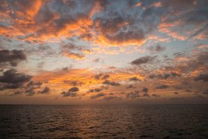 Karibikinsel Sonnenuntergang in Antigua und Barbuda