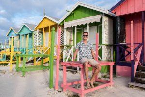 Karibikinsel Antigua Sehenswürdigkeiten sind die bunten Häuser