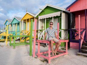 Bunte Häuser an den Antigua Stränden