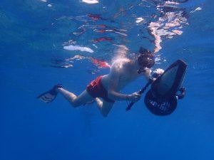 Schnorcheln mit Scooter unter Wasser