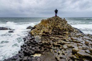 Nordirland Sehenswürdigkeiten: Giants Causeway Küste mit Felsen