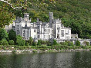 Irland Sehenswürdigkeiten: Festung am Wasser in Irland