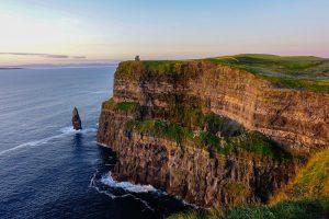 Cliffs of Moher Küste mit Blick aufs Meer