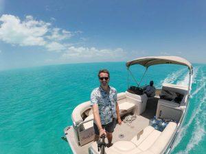 Selfie auf dem Boot bei Fahrt auf Meer