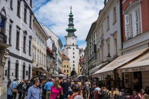 Volle Straße in Bratislava Innenstadt