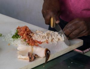 Zubereitung des Muschel Salats
