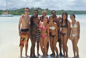 Gruppe von Leuten am Strand