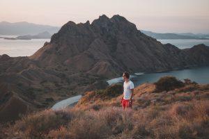 Wandern auf Insel in Indonesien