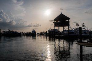 Hafen beim Sonnenuntergang