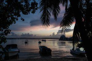 Sonnenuntergang mit gefärbtem Himmel auf Harbour island