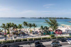 Blick auf Strand und Meer vom Hotel aus