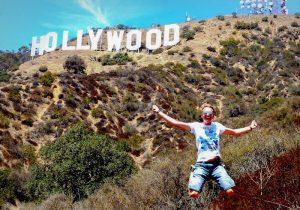 Sprung vor Hollywood Zeichen