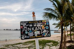 Schild am Junkanoo Strand Bahamas