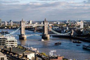 Aussicht auf London mit Themse und Brücke