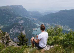 Aussicht auf Berge und Seen in Comano, Trentino