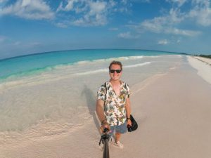 Selfie am Pink Beach auf Harbour Island Bahamas