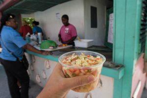 Conch Salat vor Hütte