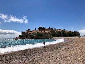 Strand von Sveti Stefan auf der Balkan Rundreise