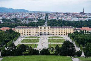 Blick auf Schloss Schönbrunn als Teil vom Vienna Pass Preis