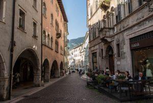 Leere Straße in Trient, Trentino
